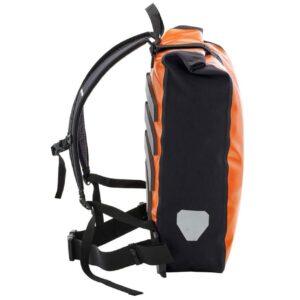 Le sac à dos Ortlieb Messenger-Bag de 39 litres est un produit de messagerie professionnel haut de gamme avec compartiment transparent pour l'insertion d'affiches publicitaires au format A3 pour une utilisation secondaire comme espace publicitaire mobile